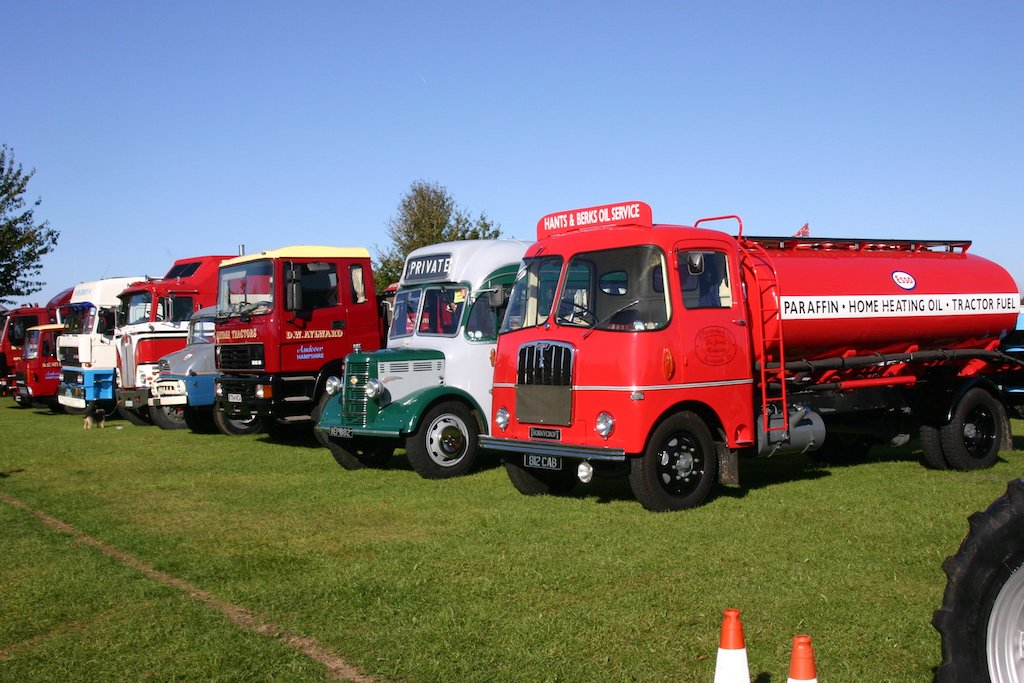 Autumn Tractor World Show & Classic Commercial Show | Tractor World ...